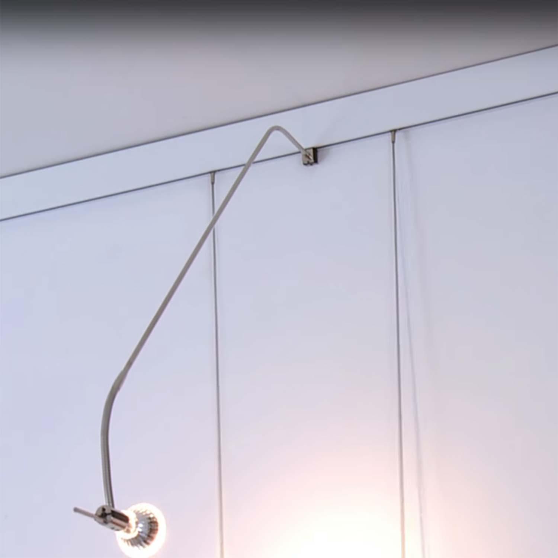 montage leuchtarm bilderschiene mit licht